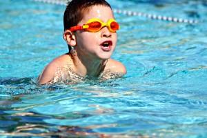 Bild 5: Kinder lernen schwimmen