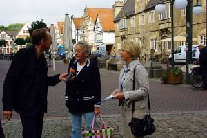 NDR-Korrespondent Wilhelm Purk im Interview mit Stadthäger Bürgern