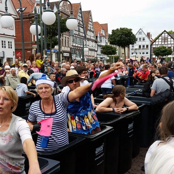 NDR-Beitrag Hallo Niedersachsen – Mülltonnen-Schwimmbad: Sammeln für ein richtiges Freibad – nicht mehr verfügbar